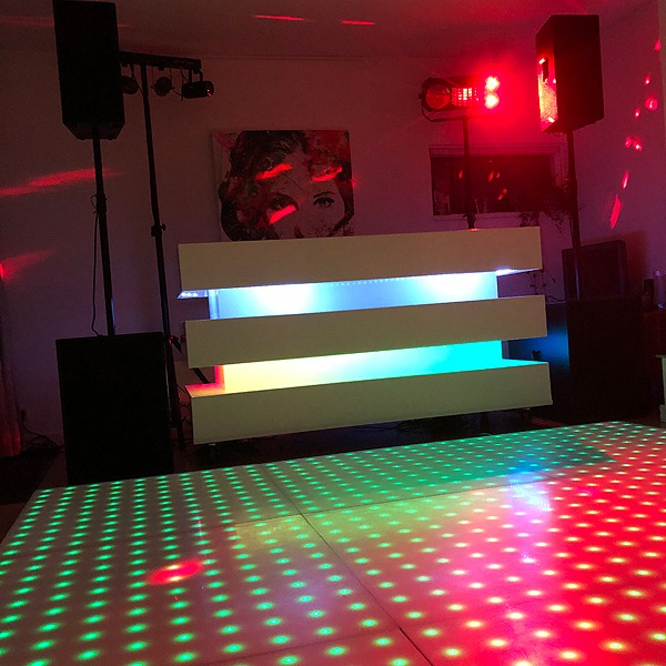 DJ Booth: Led Strokes